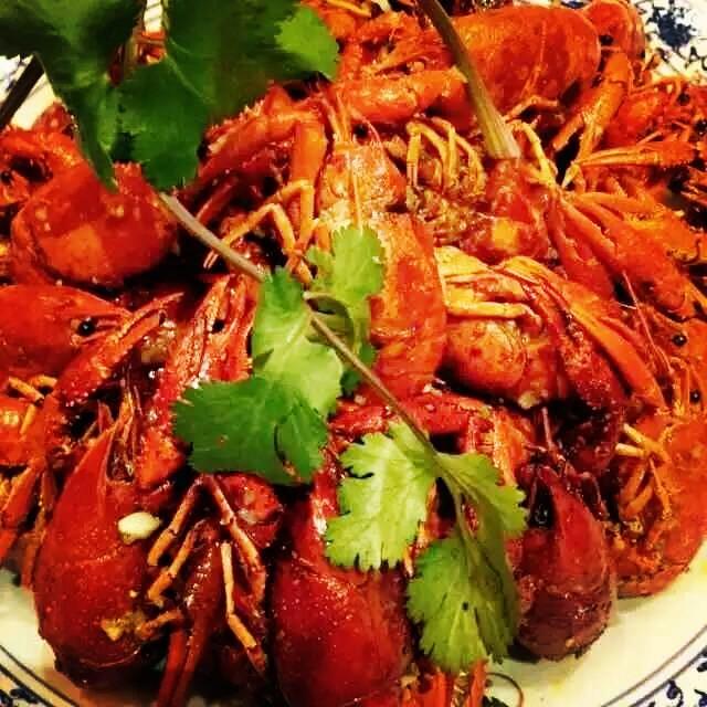 <吃货团引荐>南通有这么好吃的龙虾,你还想粗去看天下嘛?