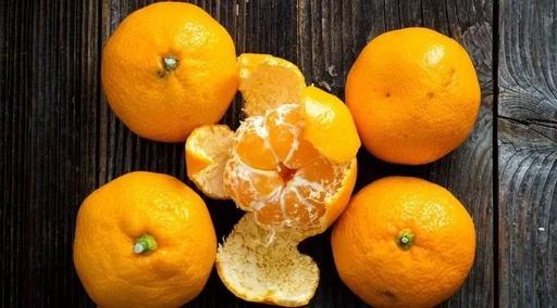 瑞丰幼儿园小一班主题运动报道——剥橘子