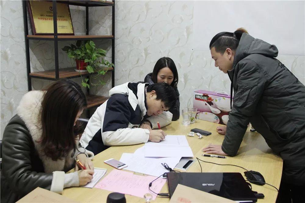 【· 我为盛庭装饰代言】祝贺海洲阳光城张总乐成签约!!