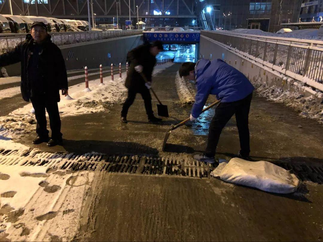 南通公交竭尽全力处理雪后市民出行困难