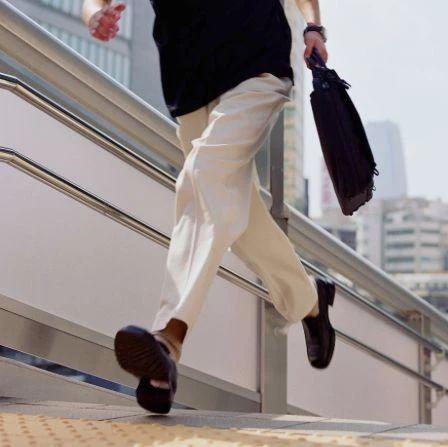 南通旧事圈 |你还在用这些姿态走路吗?警惕腰腿都坏了!