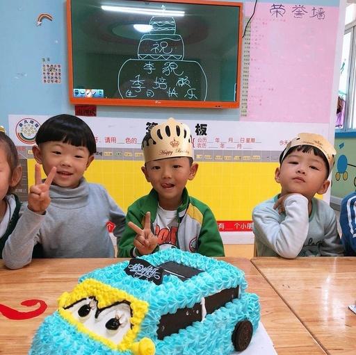 【特殊童星幼儿园】--祝李貌小冤家生日高兴!