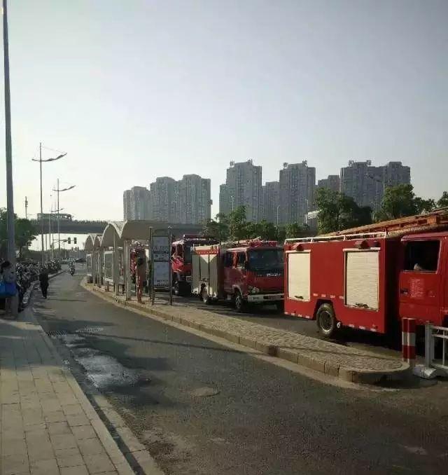 【交通929|刚刚,南通万达广场三楼屋顶起火,浓烟滚滚!消防发布火情速递】